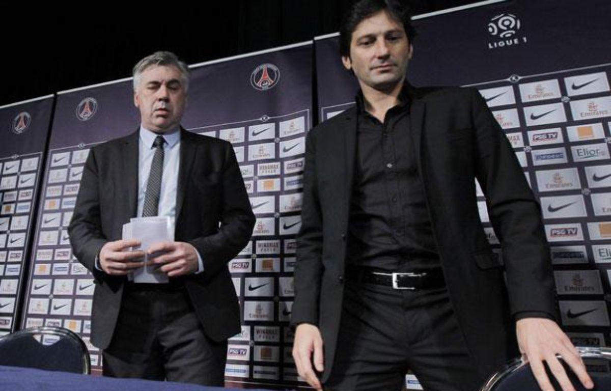 Carlo Ancelotti, l'entraîneur du PSG (à gauche), avec Leonardo, le directeur sportif du club parisien, le 30 décembre 2011, au Parc des Princes. – Jacques Brinon/AP/SIPA