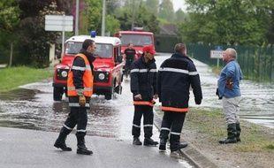 """La situation était stable jeudi en fin de matinée dans l'agglomération troyenne, menacée depuis lundi par des inondations et les autorités annonçaient une décrue """"prochaine""""."""
