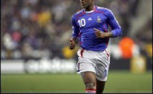 """Le sélectionneur de l'équipe de France Raymond Domenech a estimé jeudi que ceux qui avaient sifflé Djibril Cissé à son entrée en jeu lors de France-Argentine mercredi en amical n'avaient """"rien à faire en tribune""""."""