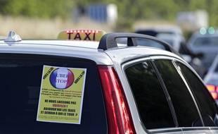 Illustration d'une manifestation de chauffeurs de taxi contre Uber.