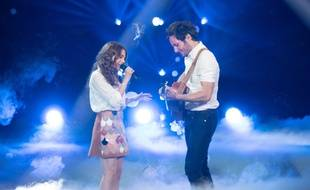 Maëlle, lauréate de la saison 7 de The Voice, ici en duo avec Vianney lors de la finale, le 12 mai 2017