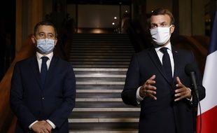 Emmanuel Macron, le 20 cotobre 2020, accompagné de Gérald Darmanin.