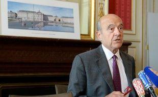 Alain Juppé, maire de Bordeaux et membre du triumvirat chargé provisoirement de la direction de l'UMP, lors d'une conférence de presse le 23 juin à Bordeaux