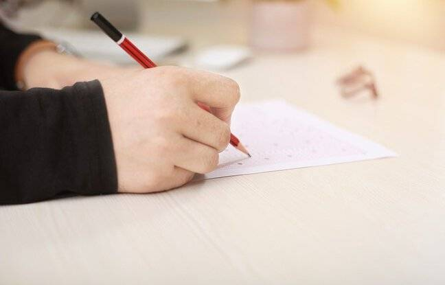 648x415 etudiant passant examen presentiel