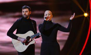 Le duo Madame Monsieur (Jean-Karl Lucas et Emilie Satt), candidats de la France à l'Eurovision 2018 (ici, sur le plateau de Destination Eurovision).