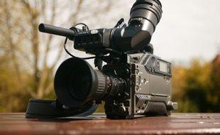 Une caméra vidéo.
