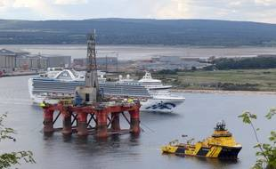 La plateforme pétrolière devait initialement se rendre vers le champ de Vorlich en mer du Nord.