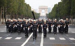 """Dès 10H00, le président de République, chefs des armées, présidera le défilé militaire, symbole du lien de la Nation et de son armée. Sur le thème des armées """"au service de la Nation et de la paix dans le monde"""", le cru 2012 mettra à l'honneur les casques bleus qui servent dans le cadre des forces de l'ONU et les troupes rentrant d'opération extérieures (Opex)."""