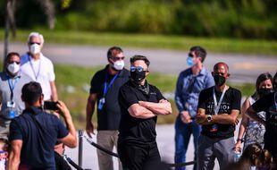 Le patron de tesla et SpaceX, Elon Musk regarde l'arrivée du premier vol spatial humain civil à la Nasa le 15 septembre 2021.