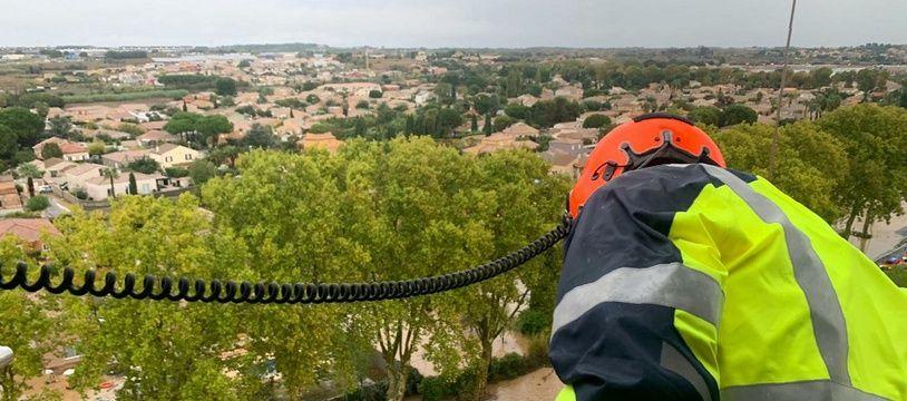 Des équipes de secours en intervention sur les inondations à proximité de Béziers, le 23 octobre 2019.