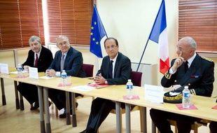 Le coup de pouce au Smic, promis par François Hollande et très attendu par les organisations syndicales, doit rester modéré, selon les experts, pour ne pas peser sur l'emploi et les comptes publics.