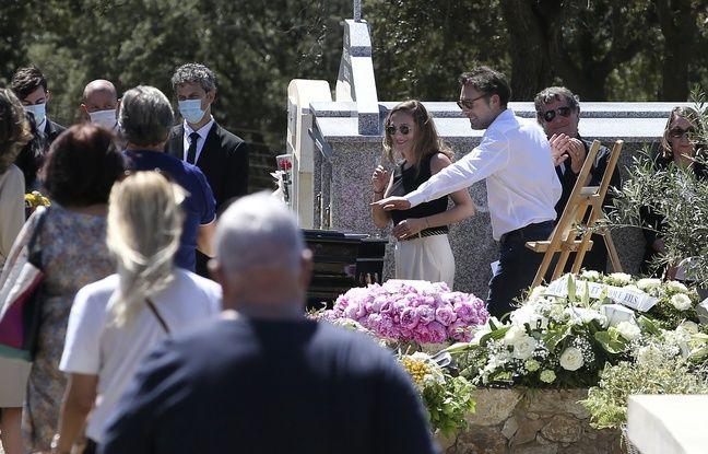 Guy Bedos inhumé en Corse sous les applaudissements
