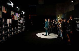 """Jason Sudeikis et l'équipe de """"Ted Lasso"""" aux 73e Emmy Awards, le 19 septembre 2021, à Los Angeles."""