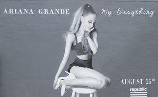 Le challenge d'imitation de la posture d'Ariana Grande est devenu viral sur Twitter.