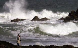 De fortes rafales de vent jusqu'à 100 km/heure sont attendues dans l'ouest et les régions du nord jeudi après-midi et dans la nuit de jeudi à vendredi, a annoncé Météo France jeudi.