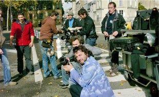 Le réalisateur (au premier plan) achève sa trilogie versaillaise avec son film Bancs publics (Versailles rive droite).