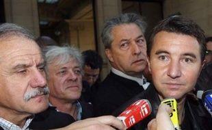 Taser France a également assigné en diffamation Olivier Besancenot, le chef de file de la LCR, et l'hebdomadaire L'Express.