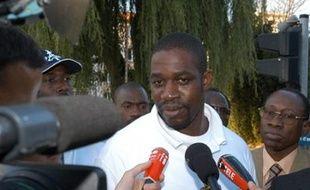 L'ancien putschiste ivoirien Ibrahim Coulibaly est interdit de séjour au Bénin, où il vit en exil, à la suite de manoeuvres susceptibles de déstabiliser la Côte d'Ivoire, a déclaré samedi à l'AFP le ministre béninois de l'Intérieur Félix Hessou.