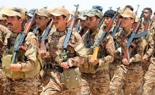 Des volontaires irakiens sunnites, alliés à l'armée irakienne contre le groupe Etat islamique, le 17 juin 2015 dans la province d'Al Anbar