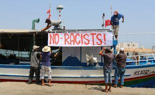 Des pêcheurs tunisiens ont promis de bloquer l'éventuel accostage d'un bateau affrété par des militants européens d'extrême droite.