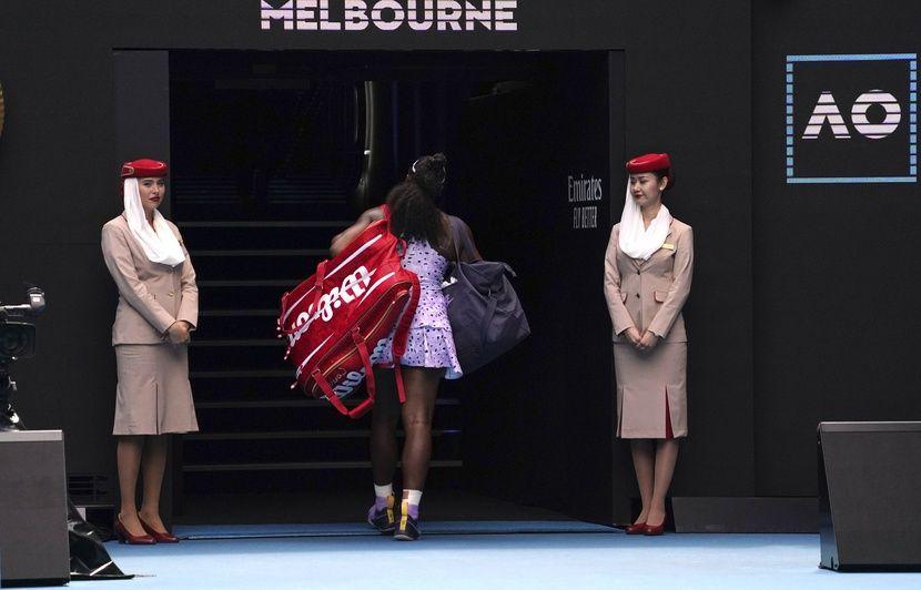 Open d'Australie : « Ce qui s'est passé n'est pas professionnel », Serena Williams s'en veut après sa défaite surprise