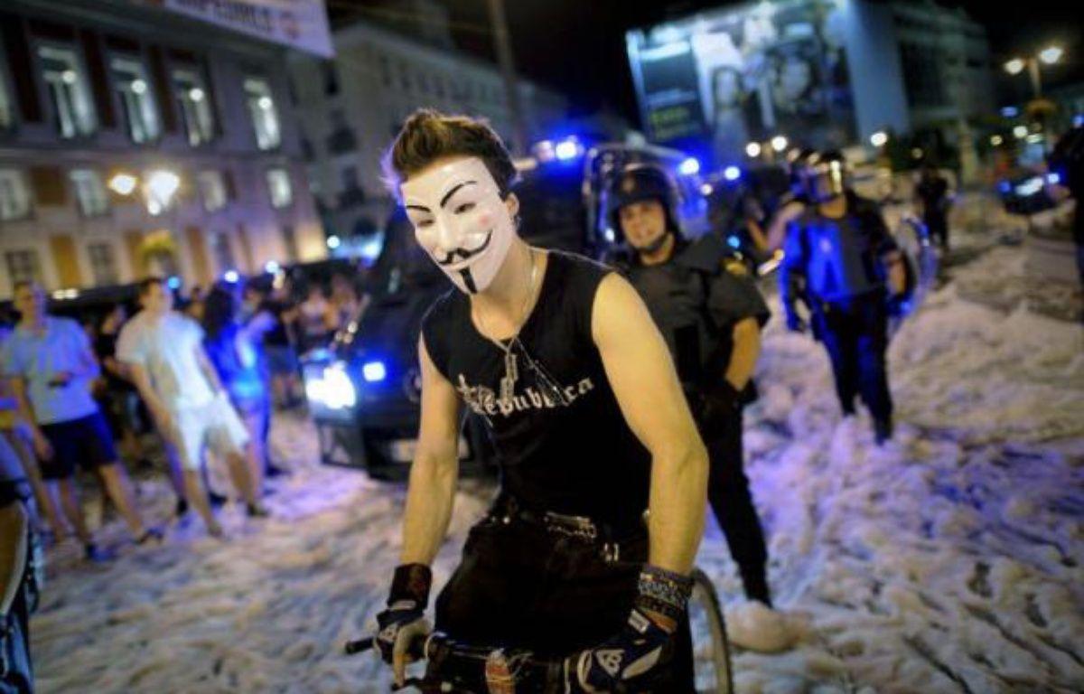 La police espagnole a chargé et tiré sur les manifestants avec des balles en caoutchouc jeudi soir à Madrid à la fin de la grande manifestation contre le plan de rigueur du gouvernement. – Pedro Armestre afp.com