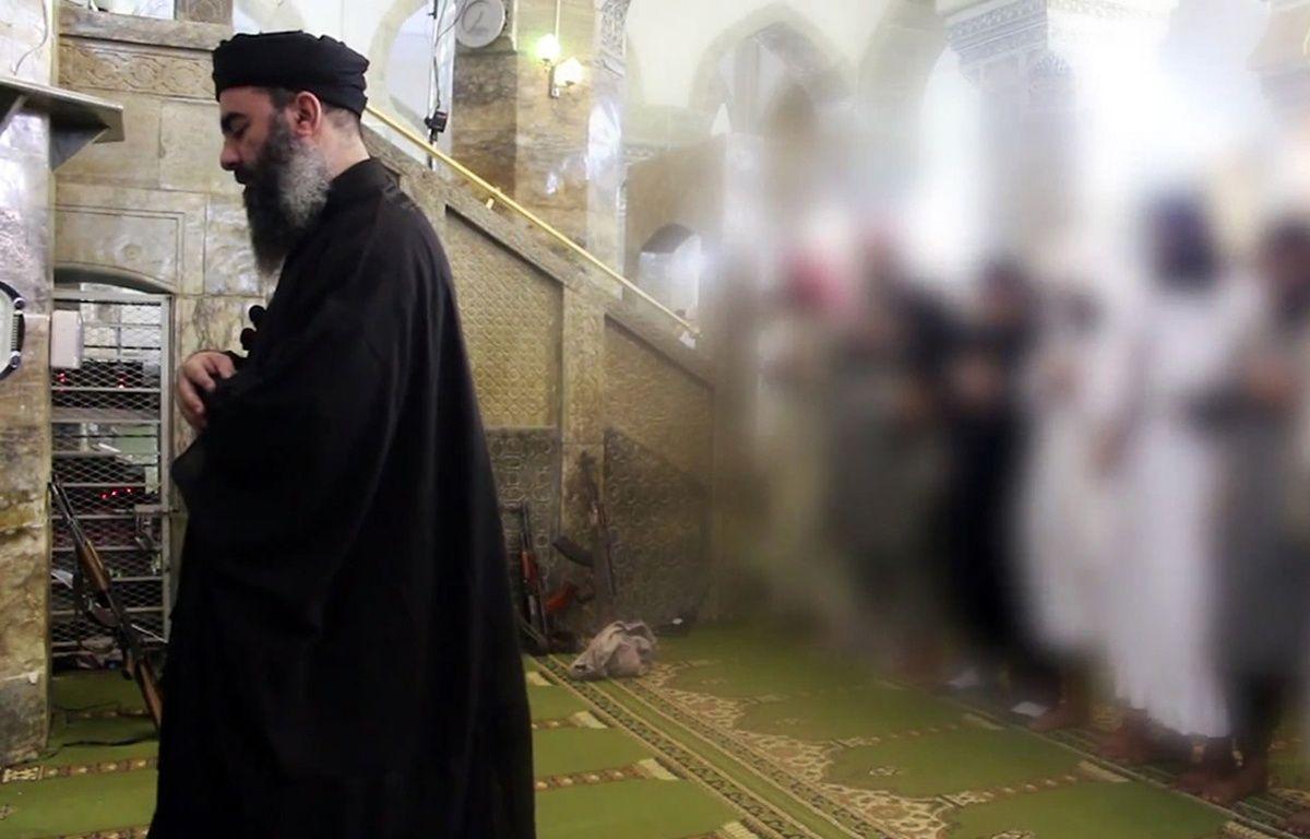Abou Bakr al-Baghdadi dans une image diffusée le 5 juillet 2014. – AL-FURQAN MEDIA / AFP