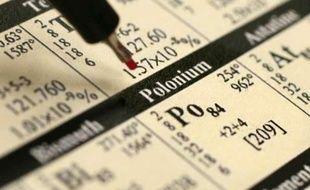 Photo prise le 1er décembre 2006 à Berlin montrant l'élément Polonium sur un tableau périodique.