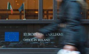 """L'Irlande sera le 1er janvier la première nation bénéficiaire d'un plan de sauvetage à prendre la présidence de l'Union européenne, une occasion dont ce pays souvent qualifié de """"bon élève"""" veut se servir pour promouvoir la croissance et l'emploi qui restent chez lui fragiles."""