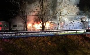 Une collision entre un train et une voiture a fait au moins six morts, au nord de New York, le 3 février 2015 (photo publiée avec permission).