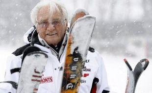 Emile Allais, premier médaillé olympique français de ski alpin en 1936 à Garmisch-Partenkirchen en Allemagne, est mort mercredi soir à l'âge de 100 ans, a-t-on appris jeudi auprès de ses proches, confirmant une information du Dauphiné Libéré.