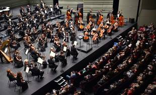 """Musicians of the Ural Philharmonic Orchestra perform during the """"Folle Journee de Nantes"""" classical music festival in Nantes, western France, on February 5, 2016. / AFP / LOIC VENANCE"""