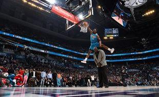 Le dunk au-dessus du Shaq
