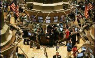 La Bourse de New York a fini en baisse lundi, l'indice Dow Jones cédant 0,57% tandis que le Nasdaq a reculé de 0,64%.