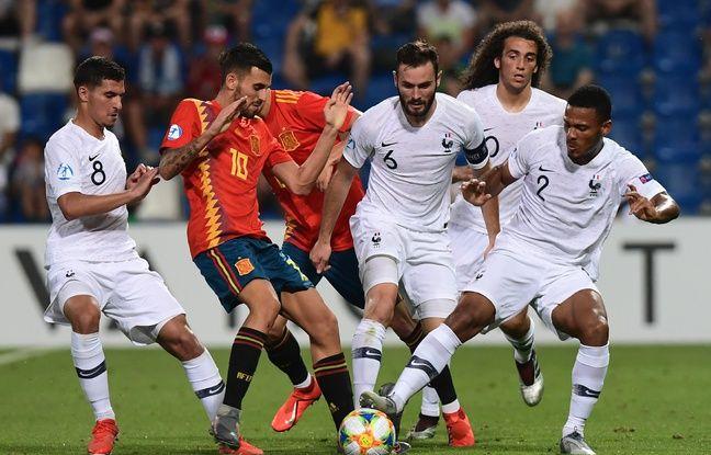 C'est dans un rôle de capitaine que Lucas Tousart, ici notamment aux côtés d'Houssem Aouar, a mené la sélection espoirs jusqu'aux demi-finales de l'Euro U21 contre l'Espagne (1-4), l'été dernier en Italie.