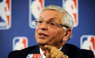 La NBA a annulé vendredi deux semaines supplémentaires de la saison régulière 2011-2012, soit 121 matches du 15 au 30 novembre, après un nouvel échec des négociations pour sortir du lock-out, le conflit financier qui oppose les propriétaires de franchises et les joueurs.