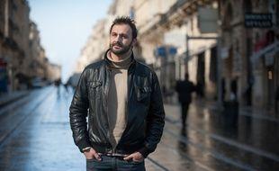 Bruno Pagès pose dans les rues de Bordeaux le 5 mars 2014.