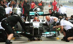 L'Allemand Michael Schumacher (Mercedes) a signé le meilleur temps de la 2e séance d'essais libres du Grand Prix de Chine, 3e manche du Championnat du monde de F1, vendredi à Shanghai.