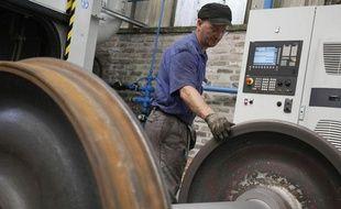 L'usine du groupe GHH-Valdunes lance une nouvelle roue de train à Trith-Saint-Léger, dans le Nord de la France, le 6 juin 2010.