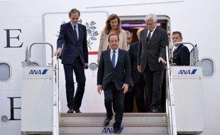 François Hollande est arrivé jeudi à Tokyo pour une visite d'Etat de trois jours au cours de laquelle il s'est entretenu avec le Premier ministre japonais, Shinzo Abe, instigateur d'une politique économique qui intrigue le président français.