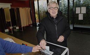 Jean-Pierre Masseret refuse de retirer la liste socialiste qu'il conduit au second tour des élections régionales. Il préfère affronter le FN que l'éviter.
