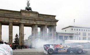 Sebastian Vettel en démonstration devant la porte de Brandebourg à Berlin, le 27 novembre 2010