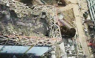 Capture d'écran d'une vidéo tournée le 10 avril 2011, au dessus du réacteur n°1 de la centrale de Fukushima, au Japon.