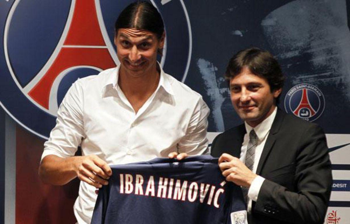 L'attaquant du PSG, Zlatan Ibrahimovic (à g.) lors de sa présentation au Parc des Princes, le 18 juillet 2012. – REUTERS