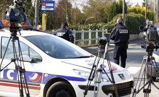 La mère, interpellée vendredi après que ses deux fils et sa fille ont été retrouvés égorgés au domicile familial à Dampmart (Seine-et-Marne), a été hospitalisée d'office à l'issue d'un examen psychiatrique samedi, a annoncé une source judiciaire à l'AFP.