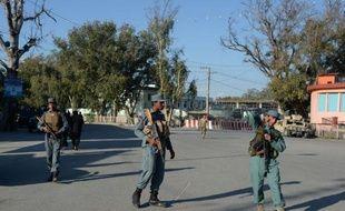 Des policiers afghans à Jalalabad le 8 avril 2015