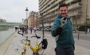 Depuis septembre 2014, Elian Alluin est cycloplombier à Paris.
