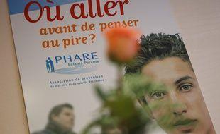 Paris le 20 fevrier 2013.  Une affiche de l'association Le Phare Enfants-Parents qui oeuvre dans le domaine de la prévention du suicide des jeunes.