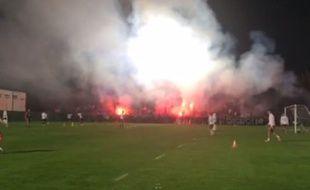 Les supporters lyonnais à l'entraînement de l'OL le 6 novembre 2015.