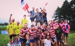 L'équipe française célèbre sa victoire sur les terres italiennes.
